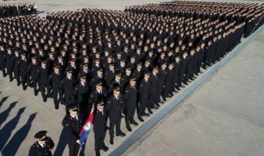 Photo of Yüz binler Bekliyor! Jandarma 7000 Personel Alımı Ne Zaman? Başvuru Şartları Neler?